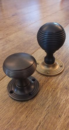 Traditional and slightly decorative, two different styles of reeded door knobs f. - Traditional and slightly decorative, two different styles of reeded door knobs from British Ironmon - Cupboard Door Knobs, Cupboard Handles, Black Door Handles, Knobs And Handles, Vintage Door Knobs, Wrought Iron Decor, Window Furniture, Classic Doors, Modern Front Door