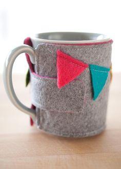 Coffee mug cozy AND mug banner por FabulousFabulous en Etsy