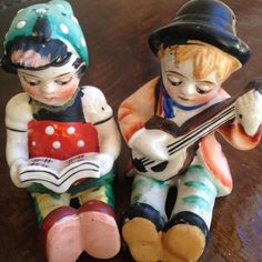 VINTAGE BOY AND GIRL WITH VIOLIN  SALT AND PEPPER SHAKERS, JAPAN