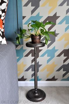 Oooh, I might just have to stencil some houndstooth in the house after seeing this!
