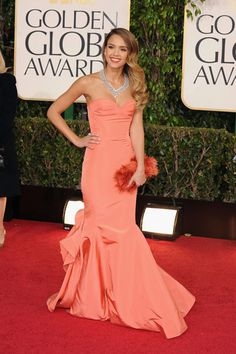 Jessica Alba at the 2013 Golden Globes wearing a coral Oscar de la Renta mermaid gown.