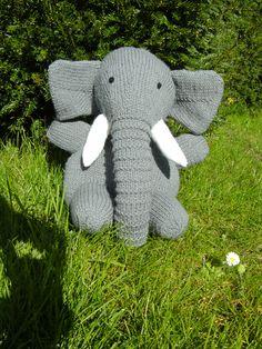 olifant / elephant uit 'Gebreide dieren' door Sarah Keen