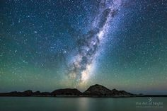 cielo lleno de estrellas como la Vía Láctea se levantó hacia el este