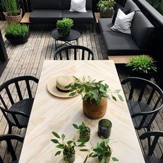 New and Cheap Garden-Backyard Patio Furniture ideas DIY Outdoor Rooms, Outdoor Dining, Dining Table, Outdoor Patios, Outdoor Kitchens, Patio Table, Backyard Patio, Backyard Landscaping, Patio Balcony Ideas