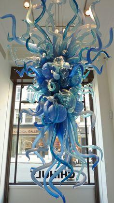 dale chihuly's dusky sky chandelier  (www.stateofglass.tumblr.com)