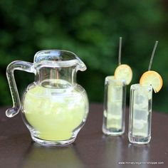 Lemonade/Iced Tea Pitcher Set for your fairy garden Miniature Food, Miniature Dolls, Doll Crafts, Fun Crafts, Iced Tea Pitcher, Mini Craft, Doll Food, Tiny Food, Miniture Things
