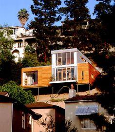 hanghaus mit kontrastreicher fassade zweigeschossiger wohn kubus wohnen h uschen grundrisse. Black Bedroom Furniture Sets. Home Design Ideas