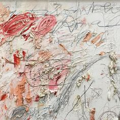 Close up of Cy Twombly's mesmerizing 'Untitled [Rome]' (1961) at the Broad featuring pops of pink & peach and scribbles & scratches of gray ✍