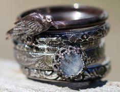 La pile RAVEN de FiVe Solid Sterling Badb RainBow MOONSTONE | Etsy Black Gums, Rainbow Moonstone Ring, Raven, Sterling Silver Rings, Rings For Men, Beautiful, Antiques, Etsy, Pattern
