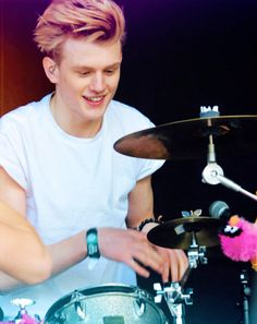 Find images and videos about the vamps, james mcvey and connor ball on We Heart It - the app to get lost in what you love. Tristan The Vamps, Bradley The Vamps, Brad Simpson, Jake Miller, How To Play Drums, Pop Bands, 1d And 5sos, Wild Hearts, Pink Hair