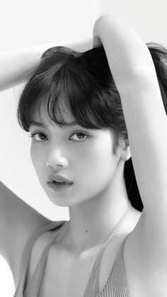 Jennie Lisa, Blackpink Lisa, Ideal Girl, Simple Portrait, Lisa Blackpink Wallpaper, Model Face, Black And White Portraits, Beauty Full Girl, Kpop Aesthetic
