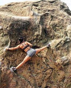 Climbing Outfits, Climbing Girl, Climbing Holds, Ice Climbing, Boulder Climbing, Rock Climbing Training, Rock Climbing Workout, Rock Climbing Gear, Rock Climbing For Beginners