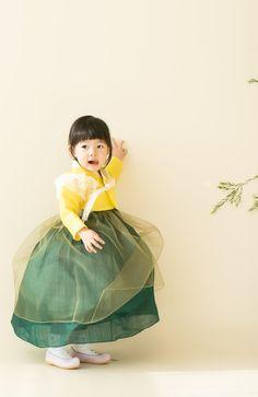 Korean Hanbok, Korean Dress, Korean Traditional Dress, Traditional Dresses, Korea Fashion, Kids Fashion, Fashion Outfits, Culture Clothing, Yukata Kimono