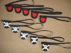 Tapa olho pirata Pirate Birthday, Pirate Theme, Diy Birthday, Birthday Parties, Navy Party Themes, Nautical Mickey, Theme Carnaval, Birthday Decorations, Diy And Crafts
