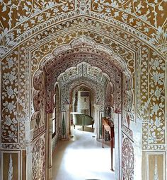 A peek into the drawing room at the stunning Samode Haveli.  #mondaymotivation #Samode #Jaipur #iamatraveller #regrann from @samode_hotels