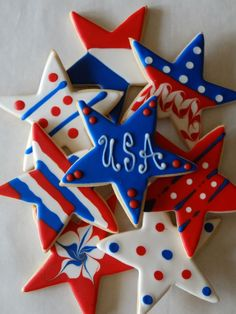 12 Fourth of July Sugar Cookies with White Ribbon and Silver Metal Charm for Reunions, Picnics Blue Cookies, Star Cookies, Summer Cookies, Fancy Cookies, Iced Cookies, Cookies Et Biscuits, Holiday Cookies, Frosted Cookies, Halloween Cookies