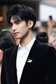 COVER BY IFYRAA ___________________ Alvaro idaman para wanita. Hot Korean Guys, Cute Korean Boys, Handsome Actors, Handsome Boys, Asian Men Hairstyle, Asian Male Hairstyles, Japanese Hairstyles, Men Hairstyles, Song Wei Long