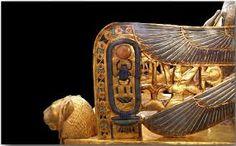 Detalles del trono de Tutankamon Museo Egipcio en Cairo, /www.spanish.egyptonlinetours.com