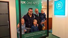 Two-Step-Flow  Mensen bereiken door een bekend iemand (hier Jan Smit) in reclame uitingen op te nemen. Ga op de foto met Jan Smit is een campagne van Pearle    http://www.everybodylikespenguins.nl/ga-op-foto-jan-smit-winkelcampagne-pearle/