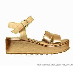 Verano 2014: En zapatos predominan las sandalias de plataforma plana. http://www.aspeqtto.com/index.php/blogcito/item/el-encanto-del-verano