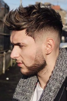 Best Faux hawk Hairstyles for Men – Best Haircuts&Hairstyles For Men Best Faux hawk Hairstyles for Men Are you looking for faux hawk Haircut? See our collection full of faux hawk Haircut for 2019 and get inspired! Drop Fade Haircut, Fade Haircut Styles, Beard Styles, Hair Styles, Faux Hawk Hairstyles, Quiff Hairstyles, Trendy Hairstyles, Hairstyle Men, Fringe Hairstyle