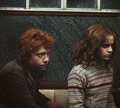Image uploaded by Fernanda Andrade. Find images and videos about harry potter, emma watson and hogwarts on We Heart It - the app to get lost in what you love. Harry James Potter, Mundo Harry Potter, Harry Potter Ships, Harry Potter Cast, Harry Potter Universal, Harry Potter Fandom, Harry Potter Characters, Harry Potter World, Hogwarts