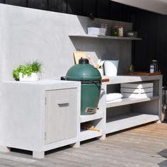 Prachtige buitenkeuken van MAEK meubels Concrete met details van gebeitst hout