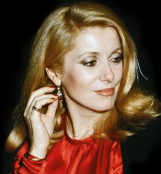 Catherine Deneuve, Classic Actresses, Beautiful Actresses, Jacques Demy, Star Francaise, Modern Bob, Photography Movies, Most Beautiful Women, Beautiful People