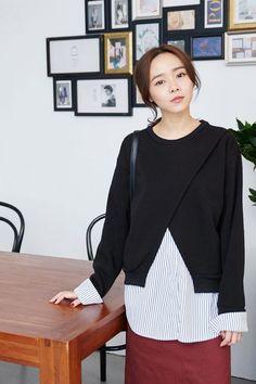 ◆ 時髦的假兩件開衩上衣,展現韓風簡約質感<br/><br/>ps. 外搭、配件、包包皆為另外搭配<br/>假兩件不可拆