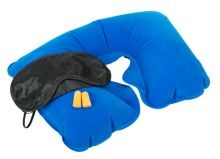 Inflatable Neck Pillow, Sleeping mask and earplugs Flying tips. Travel neck pillow, eye mask and earplugs Inflatable Neck Pillow, Sleeping On A Plane, Carry On Packing, Packing Tips, Travel Packing, Buy Airline Tickets, Ways To Sleep, Support Pillows, Body Pillow Covers