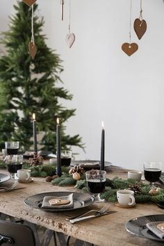 Lovely Scandinavian style minimalist Christmas table setting - great black taper candles
