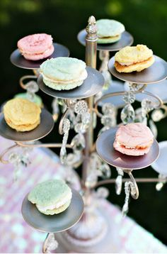 Pastel Pretties Buttercreme Cookie-Wiches