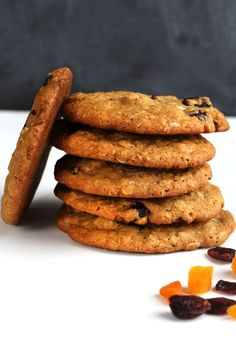 Starbucks-Style Outrageous Gluten Free Oatmeal Cookies ⋆ Great gluten free recipes for every occasion. Gluten Free Sweets, Gluten Free Cooking, Dairy Free Recipes, Gluten Free Oatmeal Cookie Recipe, Oatmeal Cookies, Oatmeal Biscuits, Raisin Cookies, Ginger Cookies, Starbucks Gluten Free