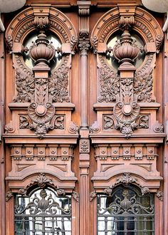 Barcelona - Balmes 019 e Art Nouveau Architecture, Historical Architecture, Art And Architecture, Architecture Details, Neoclassical Architecture, Gaudi, Unique Doors, Interior Garden, Architectural Elements