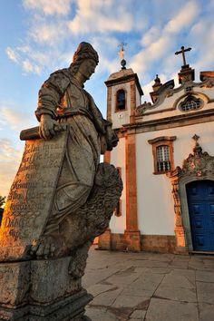 """Profeta, obra de """"Aleijadinho"""", santuário do Senhor de Matosinhos, Congonhas, Minas Gerais, Brasil"""
