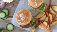 Fiskeburger med poteter og gulrøtter Hamburger, Ethnic Recipes, Food, Essen, Burgers, Meals, Yemek, Eten