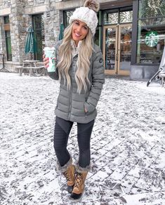 winter outfits stylish women fall outfits classy C - winteroutfits Snow Outfits For Women, Winter Outfits For Teen Girls, Winter Mode Outfits, Stylish Winter Outfits, Cold Weather Outfits, Winter Fashion Outfits, Autumn Winter Fashion, Fall Outfits, Snow Boots Women