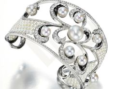 White gold diamond ring with pearls.
