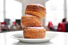 How to make a cronut. Together, the two pastries are unstoppable. Behold: the croissant-doughnut, aka the CRONUT . Donut Recipes, Baking Recipes, Köstliche Desserts, Dessert Recipes, Sweet Desserts, Yummy Treats, Yummy Food, Bread And Pastries, Food 52