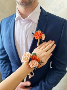 Rust orange corsage and boutonniere set. Burnt orange boutonniere. Fall wedding boutonniere set. by Belorstudio on Etsy White Rose Boutonniere, Prom Corsage And Boutonniere, Bridesmaid Corsage, Rustic Boutonniere, Wedding Boutonniere, Deep Red Wedding, Purple Wedding, Fall Wedding, Wedding Flowers