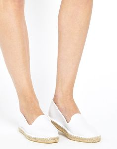 Wedding shoes for the nontraditional bride #bridalshoes