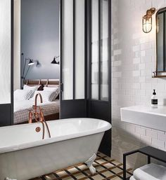 Relaxed luxury: The Hoxton boutique hotel in Paris Boutique Hotels, Boutique Hotel Bedroom, Luxury Hotel Bathroom, Hotel Bathroom Design, Paris Bathroom, Hotel Room Design, Boutique Bathroom, Hotel Bedrooms, Small Bedrooms