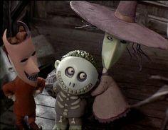 """Lock, Shock y Barrel :) : A causa del día de Halloween, voy a poner toda la información sobre la pelicula """"Pesadilla antes de Navidad"""" - """"El extraño mundo de Jack""""  _________________________________________________________________  [b]Personajes[/b]  [b]*Lock[/b] (en español cerrojo o candado) Viste con un traje de demonio, es uno de los más testarudos pero aun así le gusta bromear y estar con sus amigos Shock y Barrel. Su ..."""
