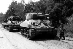 Tank Tank, Sherman Tank, Ww2 Tanks, Military Weapons, Us Army, World War Ii, Division, Military Vehicles, Wwii