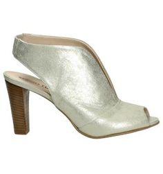 Sergio Turri is een eigen merk van Scalino dat staat voor commerciële Italiaanse schoenen met een uitstekende prijs-kwaliteitverhouding. Wie op zoek is naar comfortabele schoenen zonder te willen inboeten op het vlak van elegantie, is bij Sergio Turri aan het juiste adres. Ben je op zoek naar een sandaal, pump, enkellaarzen of laarzen, bekijk onze collectie en bestel jouw schoenen online of reserveer in één van onze winkels.  Geniet van onze gratis levering en retourservice. Voor verdere…