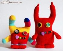 Monsters made from gloves...now I know what to do with that bag of gloves in the basement.
