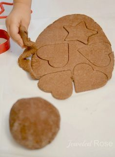 NO COOK Cinnamon ornament recipe- these ornaments smell amazing  and kids can paint them once dry!
