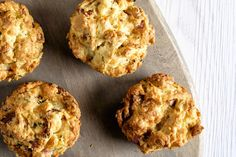 Enjoy these savoury scones on their own, or as a side to a steaming hot bowl of soup or stew. Kraft Recipes, Wine Recipes, Cooking Recipes, What's Cooking, Biscuit Dough Recipes, Biscuit Recipe, Muffin Recipes, Cupcake Recipes, Breakfast Recipes