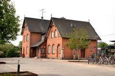 Espergærde Station Childhood, Cabin, House Styles, Places, Home Decor, Infancy, Decoration Home, Room Decor, Cabins