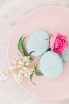 Robin blue Easter egg macarons